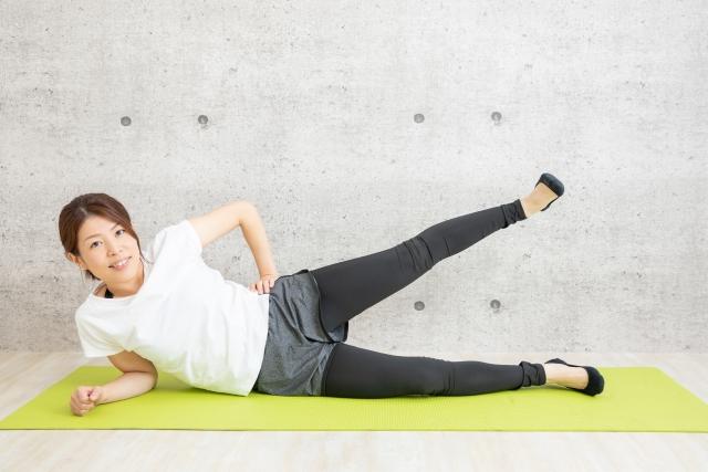 足を横に上げる体操